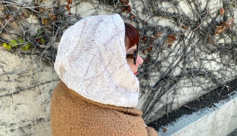 How to Sew a Luxe Cuddle® Hooded Infinity Scarf (Darcy Infinity Scarf Video Tutorial)