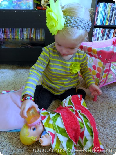 Doll Blankets by SumosSweetStuff.com - These are a great project for scraps, and would make a great gift! #sewing