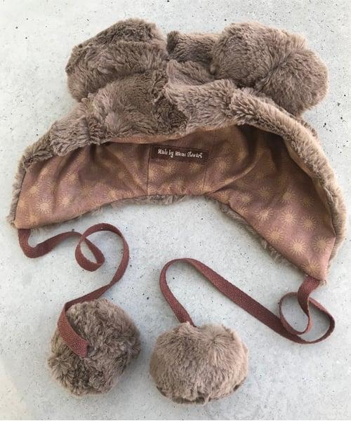 L:uxe Cuddle Hide Animal Hat in Truffle