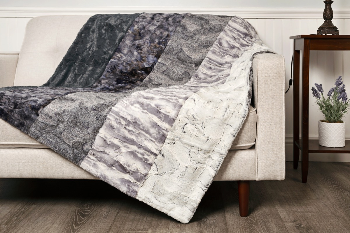 How to Sew a Luxe Cuddle® Sweet Strip Throw Blanket